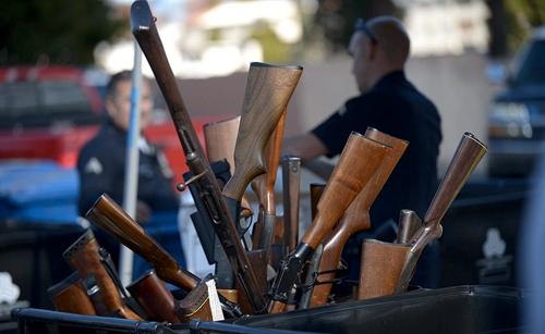 Полиция Лос-Анджелеса скупает оружие у населения