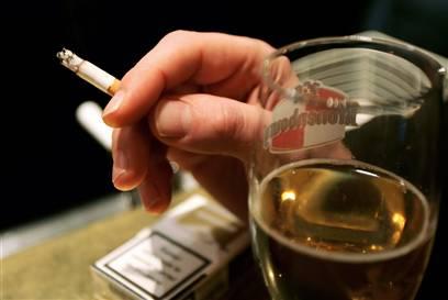 Почему не следует смешивать алкоголь с никотином