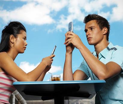 Белорусы в новогоднюю ночь отправили свыше 22 млн. SMS