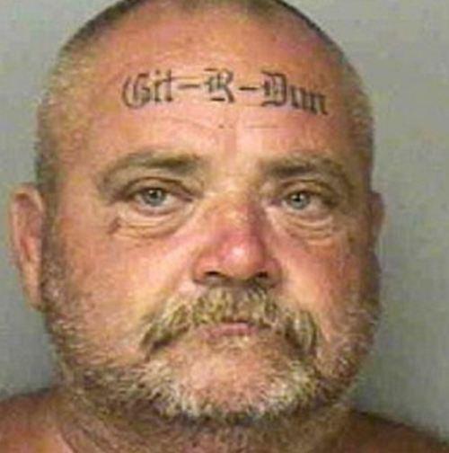 Украшение лица татуировками