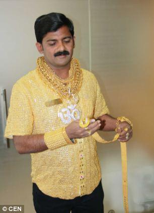 Индус истратил более $22,500 на золотую рубашку, чтобы впечатлить дам