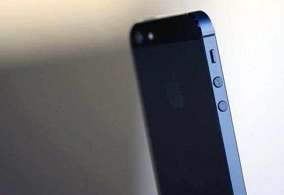 Новый iPhone появится в июне. Более дешевая версия на подходе