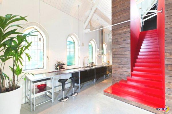 И снова церковь переоборудованная под жилье