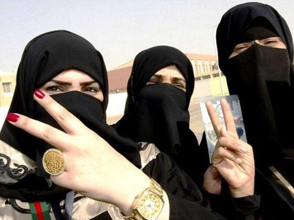 Революция в мире моды: мусульманкам разрешили красить ногти
