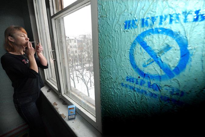 Сосед сфотографировал курильщика в подъезде, и того оштрафовали на 1 миллион рублей