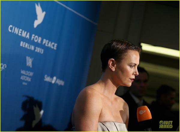 Шарлиз Терон на Cinema For Peace Gala 2013