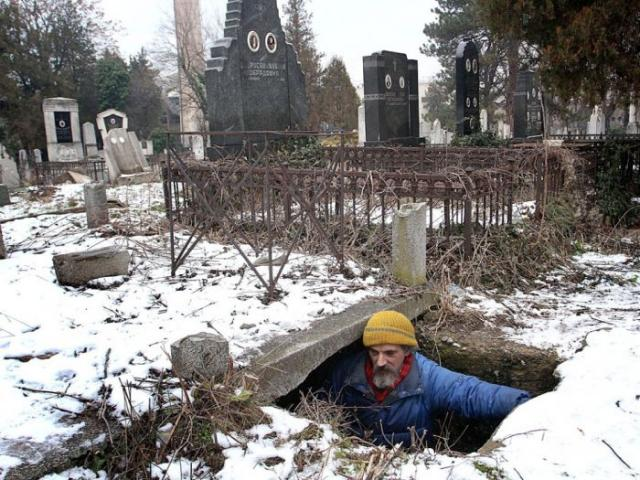 По соседству с покойниками