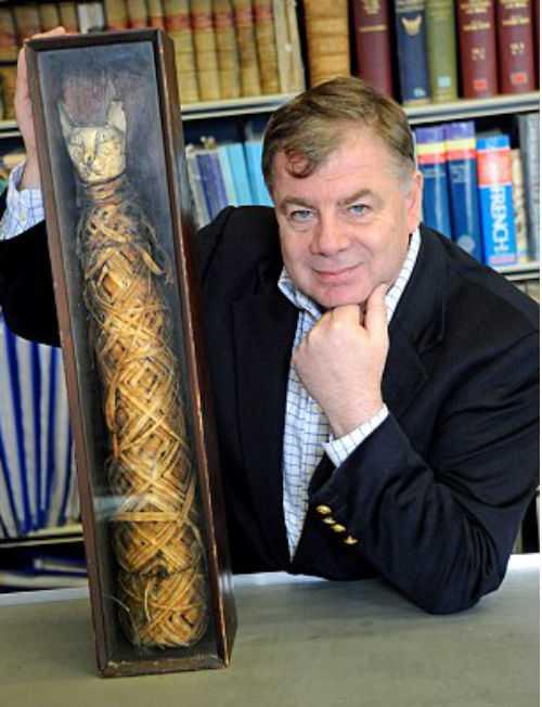 Мужчина нашел среди старого хлама 2000-летнюю мумию