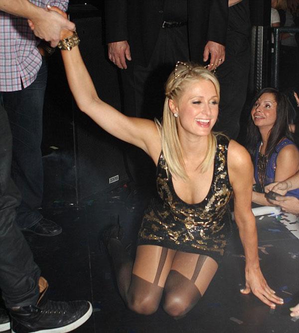 Пьяная Пэрис Хилтон отметила 32-летие, валяясь на полу