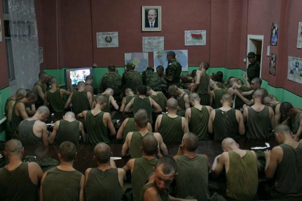 Минобороны: Беларусь не откажется от призывной армии