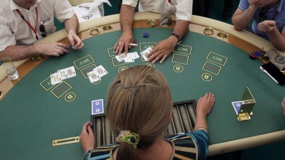 Борьбу заменить покером