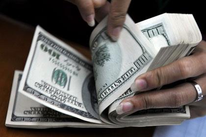Белорусская газета предупредила об уничтожении долларов плесенью