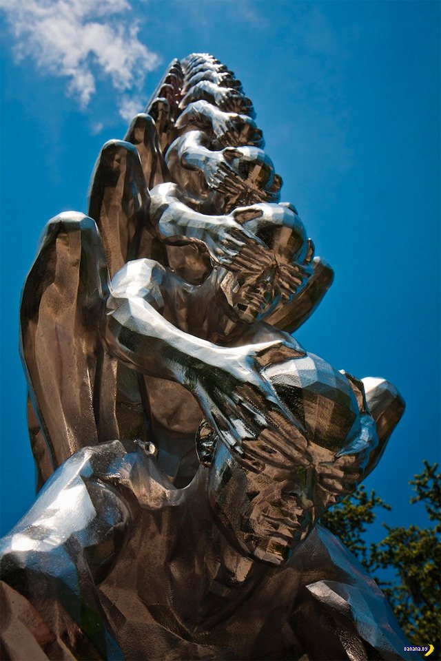 Корма - статуя из стали