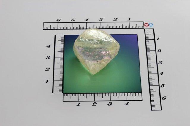 В России добыт алмаз ориентировочной стоимостью в 1 млн долл