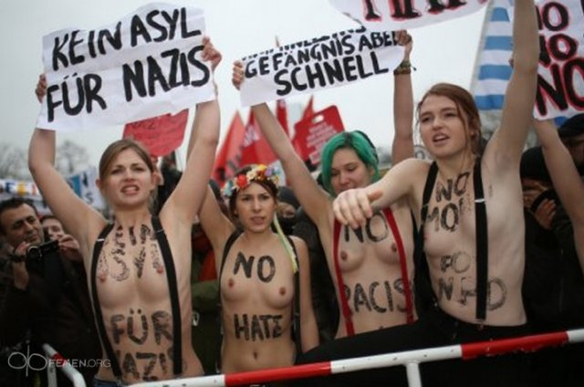 Снова FEMEN в деле