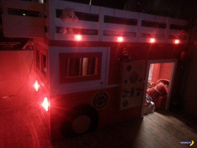 Отец-пожарный сделал кровать для сына