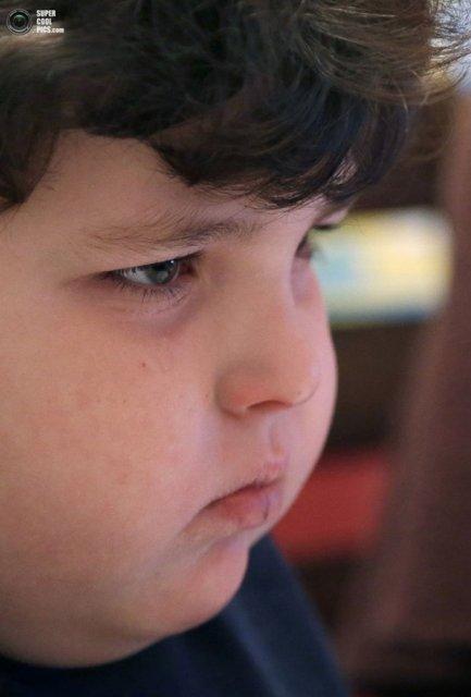 Робот ходит в школу вместо больного мальчика