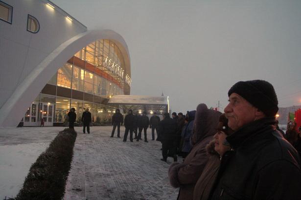 Лукашенко не будет больше строить ледовые дворцы