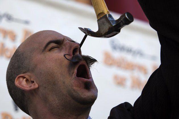 Фестиваль шпагоглотателей в США