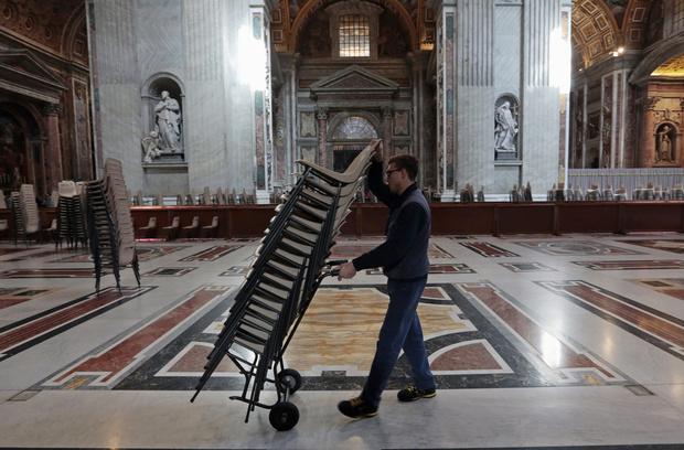 Сегодня в Ватикане начнется конклав по избранию нового Папы