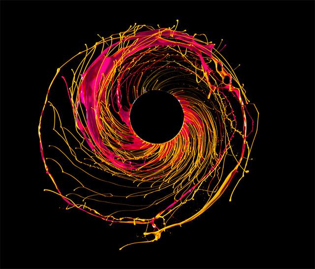 Черная дыра на фотографиях Фабиана Оефнера
