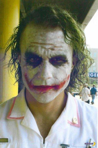 Хит Леджер в образе Джокера на съемках