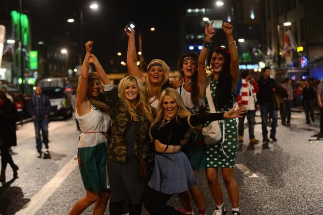 Британские фанаты празднуют