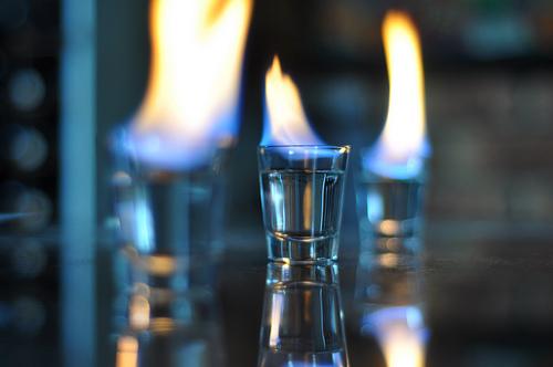 ЖЕСТЬ! Огненный алкоголь весьма опасен