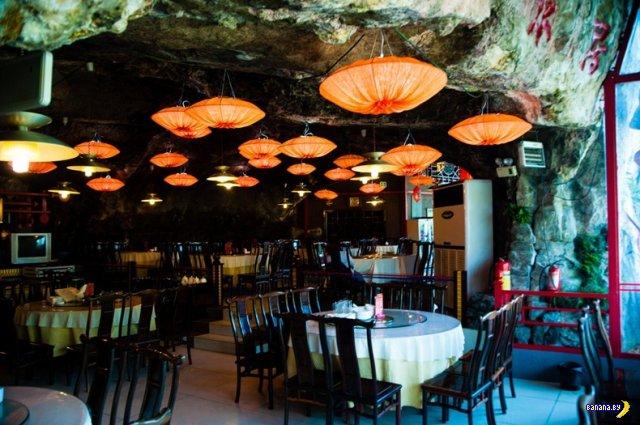 Ресторан над пропастью в Китае