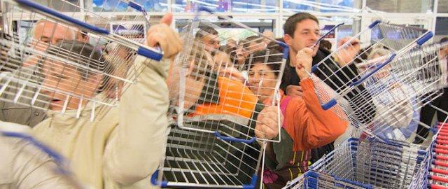 Замминистра торговли рассказал, почему белорусские магазины не отдают целлофановые пакеты бесплатно, а продают