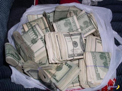 Средняя зарплата в Минске на 100 долларов обогнала киевскую