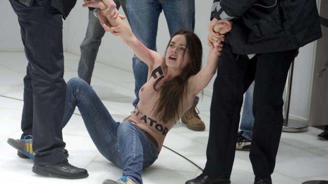 FEMEN нападает на Путина