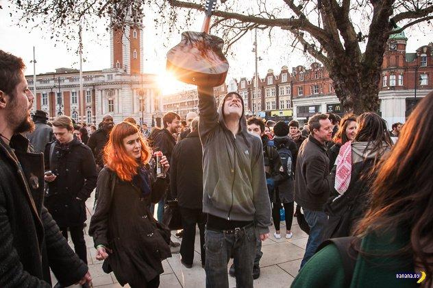 Британцы не скрывают своих чувств по поводу смерти Маргарет Тетчер