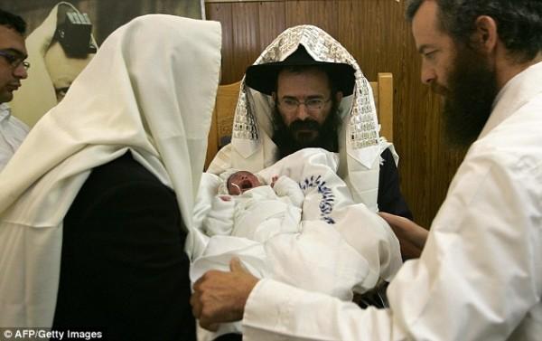 Религиозный обряд орального обрезания