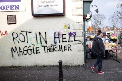 """В британских чартах скандал: после смерти Тэтчер хитом дня стала песня """"Ведьма мертва"""""""