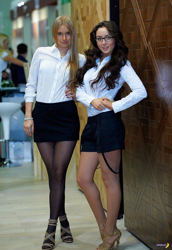 Фото на улицах в коротких юбках, девки сосут большие члены