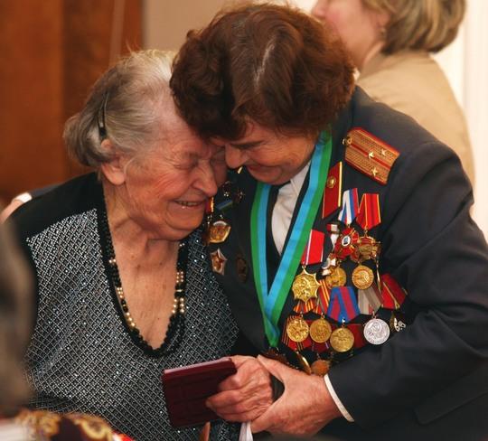 Советским ветеранам в Латвии разрешили в День Победы носить ордена