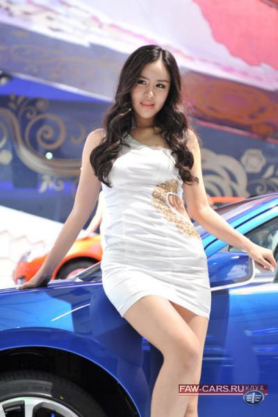 Девушки с автосалона в Шанхае