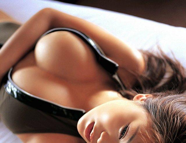 45 разнообразных увлекательных фактов и историй о женской груди