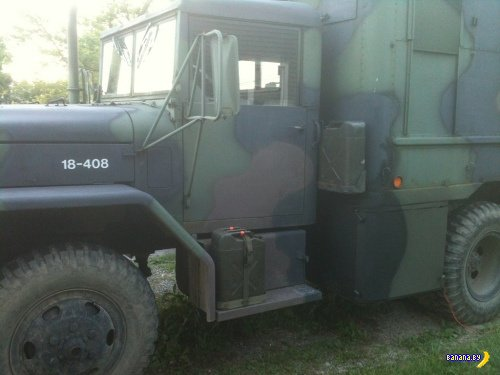 Армейский грузовик для развлечений