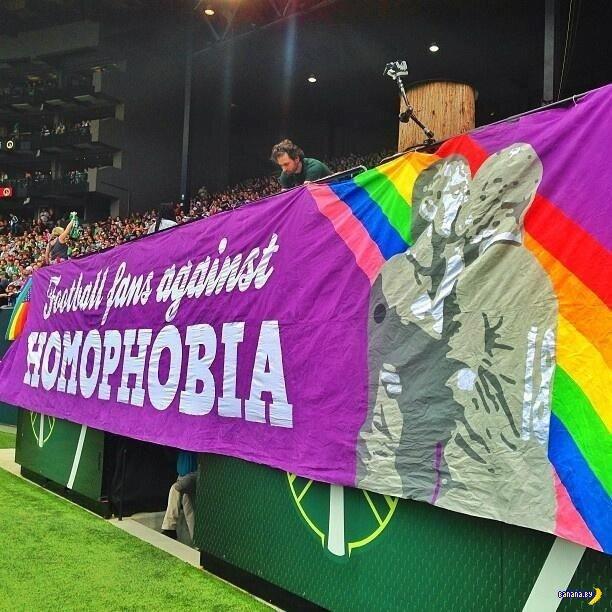 Американские футбольные фанаты против гомофобии