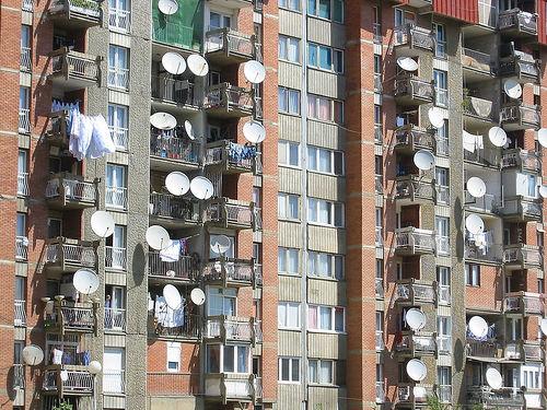 В Беларуси фактически запретили спутниковое ТВ в многоэтажках