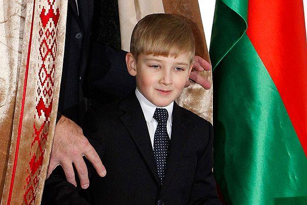 Путин решил Коле Лукашенко пока орден не давать 3