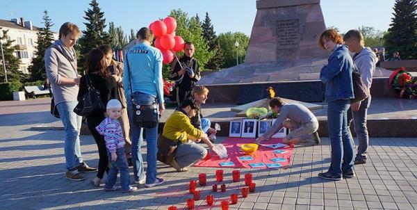 Гомосексуалисты Тольятти возложили презервативы к Вечному огню
