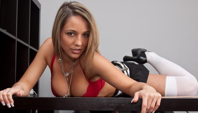 Проституткам запретили регистрироваться в популярной соцсети для профессионалов
