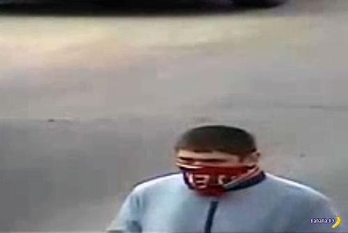 Фрунзенский р-н: ограбление аптеки на Жиновича. Помогите установить злодея по видео