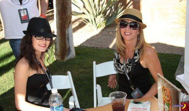 56-летняя Джессика и 22-летняя Моника из Флориды, США ищут отца и…