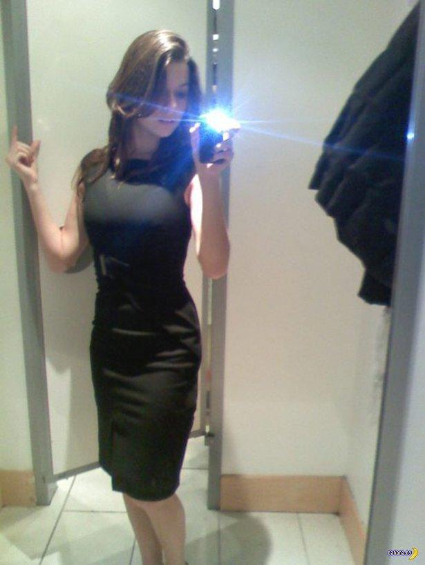 Девушки в облегающих платьях - 2