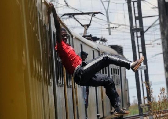 Негры-серферы на поездах