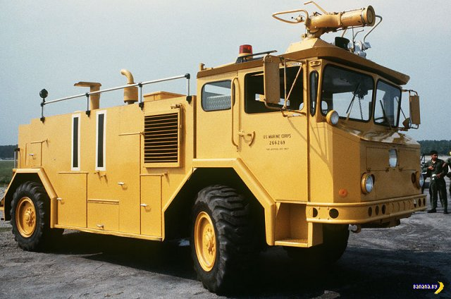 Тягачи и грузовики Oshkosh